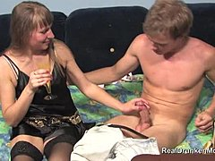 Støttestrømpe, Mamma, Suging, Puling, Moden, Milf, Full, Blowjob, Oral, Ung, Tynn, Gammel, Blondine, Cougar, Russisk