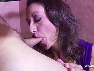 Ostry sex mature
