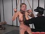 Brüste gefesselt